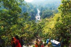Vue de route d'une montagne photographie stock libre de droits