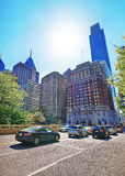Vue de route sur Penn Center avec l'horizon des gratte-ciel Photos stock