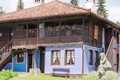 Vue de rue d'architecture bulgare typique, Koprivshtitsa Photo stock