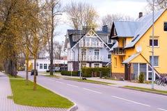 Vue de rue de belle maison de bâtiment, de petite ville Druskinikai en Lithuanie, de ville de station thermale pour détendre et d Image libre de droits