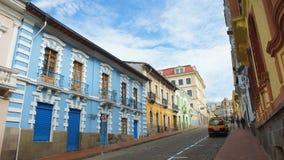 Vue de rue de Caldas près du centre historique de la ville de Quito Image libre de droits