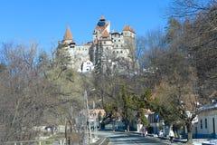 Vue de rue de château de Dracula de son image libre de droits