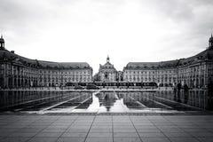 Vue de rue de Place De La Bourse dans la ville de Bordeaux Photos stock