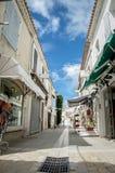Vue de rue de Saintes-Maries-de-la-Mer images stock