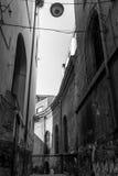 Vue de rue de vieille ville dans la ville de Naples Photos stock