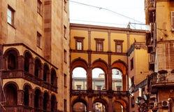 Vue de rue de vieille ville dans la ville de Naples Images stock