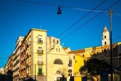 Vue de rue de vieille ville dans la ville de Naples, Italie Images libres de droits