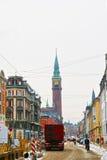Vue de rue de ville Hall Tower de Copenhague en hiver Images stock