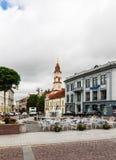 Vue de rue Didzioji et de la ville Hall Square vilnius Photographie stock libre de droits