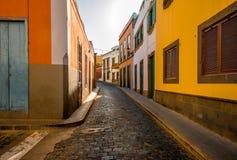 Vue de rue en ville de Santa Maria de Guia Images stock