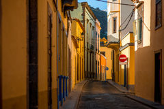 Vue de rue en ville de Santa Maria de Guia Photo stock