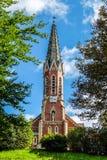 Vue de rzzuschlag évangélique de ¼ d'Evangelische Kirche MÃ d'église dans le jour ensoleillé lumineux photos stock
