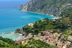 Vue de s-oeil de ` d'oiseau de ville de Monterosso, Cinque Terre, Italie Images stock