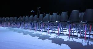 Vue de salle de conférences vide avec les sièges confortables salle de conférence pour l'assistance d'affaires Chaises vides grat banque de vidéos
