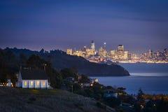 Vue de San Francisco City avec des lumières de vacances Photographie stock