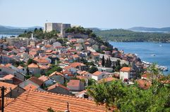 Vue de Sibenik avec la forteresse de rue Michael Photos stock