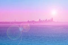 Vue de silhouette de Seattle avec la fusée du soleil Photos libres de droits