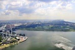 Vue de Singapour au-dessus de port et d'oeil, roue de ferris Images libres de droits