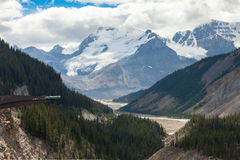 Vue de skywalk de glacier de champ de glace de Colombie Image libre de droits
