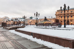 Vue de soirée de la place de Manezhnaya à Moscou Photographie stock