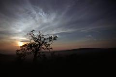 Vue de soirée de montagne de Tomuraushi au Japon Images libres de droits