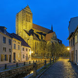Vue de soirée de St Nicholas Church dans Wismar, Allemagne Images libres de droits