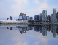 Vue de soirée de Vancouver du centre. Images libres de droits