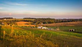 Vue de soirée des champs de ferme et de la Rolling Hills à Lancaster rural Photo stock
