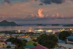 Vue de soirée des Seychelles Victoria capitale, île de Mahe Photographie stock