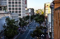 Vue de soirée sur la rue en San Diego Downtown images libres de droits