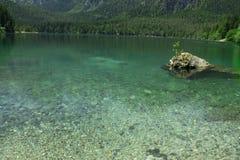Vue de Springl du lac Tovel, Italie Photographie stock libre de droits