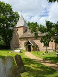 Vue de St Peters Church, Twineham, le Sussex LE R-U photographie stock libre de droits