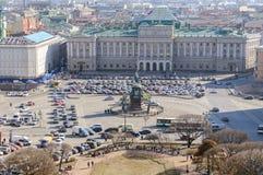 Vue de St Petersburg du vestibule de la cathédrale de rue Isaac Photo libre de droits