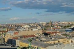 Vue de St Petersburg de la colonnade de la cathédrale du ` s de St Isaac photo stock