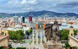 Vue de statue et de Barcelone photographie stock libre de droits