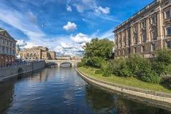 Vue de Stockholm avec l'opéra et le Parlement royaux Images libres de droits