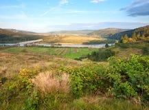 Vue de Stryj River Valley d'été. image stock