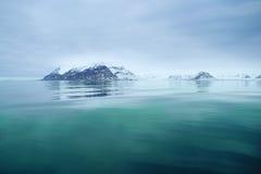 vue de svalbard de mer Photographie stock