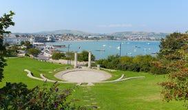 Vue de Swanage Dorset Angleterre R-U en été avec la mer et le ciel bleus Images stock
