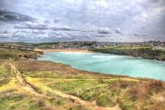 Vue de tête de Trevelgue vers la plage de Porth Newquay les Cornouailles dans HDR photographie stock libre de droits