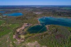 """Vue de taille sur le lac """"carrières de Kyurlevskiy """" R?gion de L?ningrad, Russie images libres de droits"""