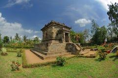 Vue de temple de Badut près de jardin Photographie stock libre de droits