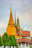 Vue de temple de Wat Phra Kaew au palais grand à Bangkok Photos libres de droits
