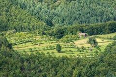 Vue de terre de ferme de montagne Photographie stock libre de droits