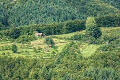 Vue de terre de ferme de montagne Images libres de droits