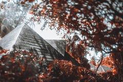 Vue de Tiltshift des toits mous des cabanes de station de vacances photos libres de droits