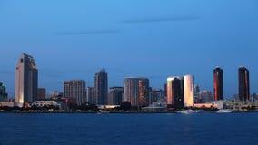 vue de timelapse de 4K UltraHD A de l'horizon de San Diego du jour à la nuit clips vidéos