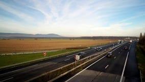 Vue de Timelapse du trafic de voitures sur l'autoroute banque de vidéos