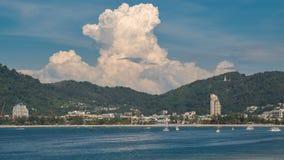 Vue de Timelapse de plage de Patong, île de Phuket, Thaïlande clips vidéos