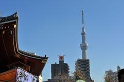 Vue de Tokyo Skytree de Sensoji Photographie stock libre de droits